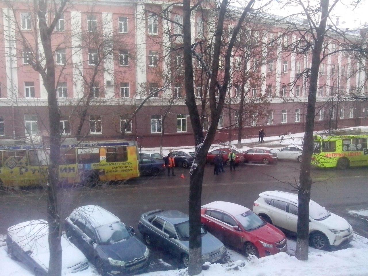 Из-за ДТП на Советской встали троллейбусы
