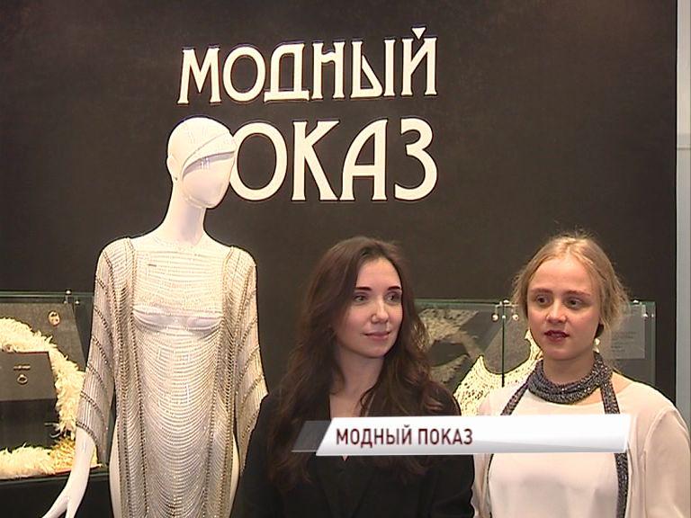 В Ярославский художественный музей передали металлическое дизайнерское платье