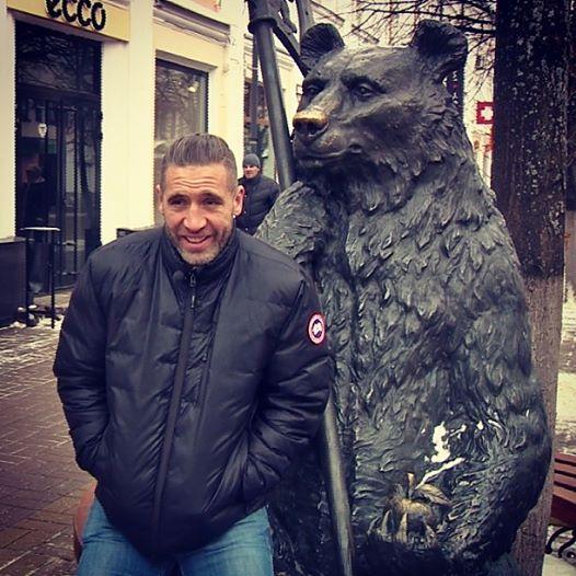 Макс Талбо прогулялся по центру Ярославля, попробовал блины и рассказал о своей карьере