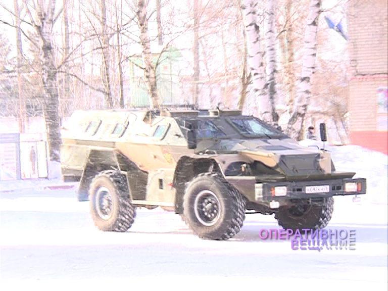 В Ярославле «обстреляли» боевую машину спецназа