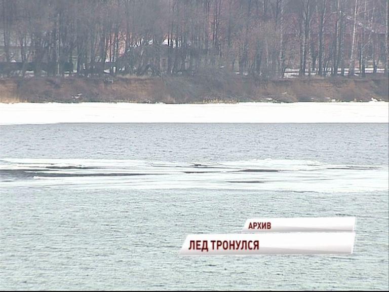 Из-за сбросов ГЭС на Волге зафиксировано размытие и разрушение ледового покрова