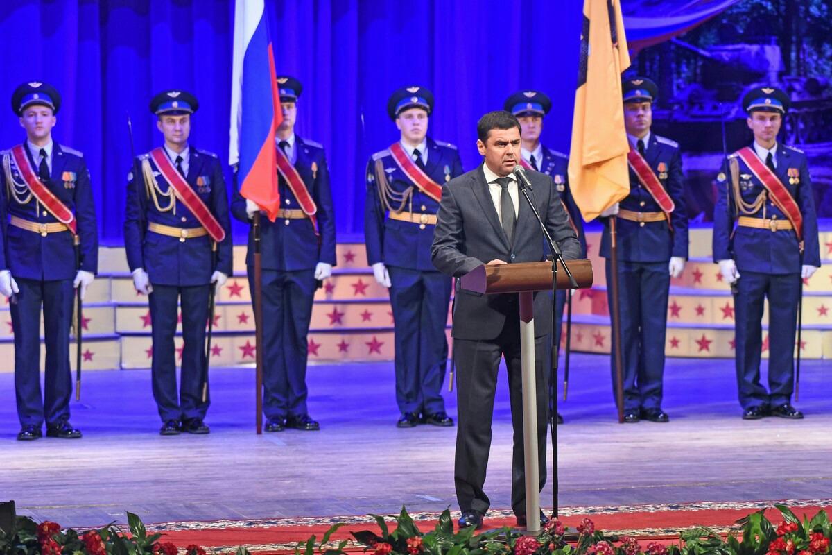 Дмитрий Миронов поздравил ярославцев с Днем защитника Отечества