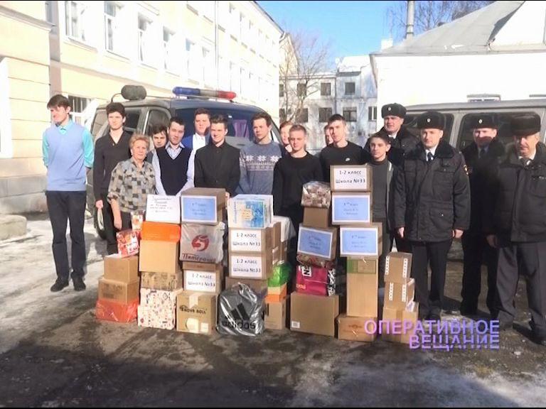 Ученики 33-й школы отправили подарки ярославским сотрудникам полиции, которые сейчас находятся на Северном Кавказе