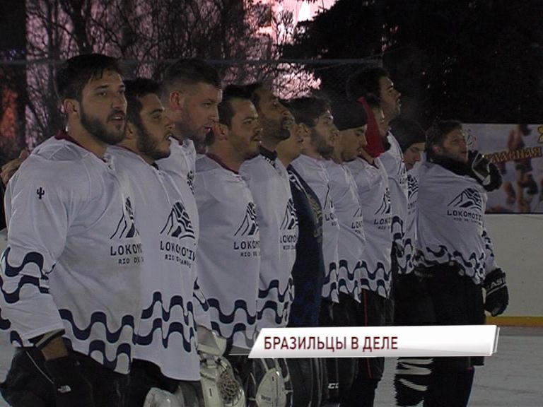 Хоккеисты бразильского «Локомотива» сыграли на главной площади Ярославля