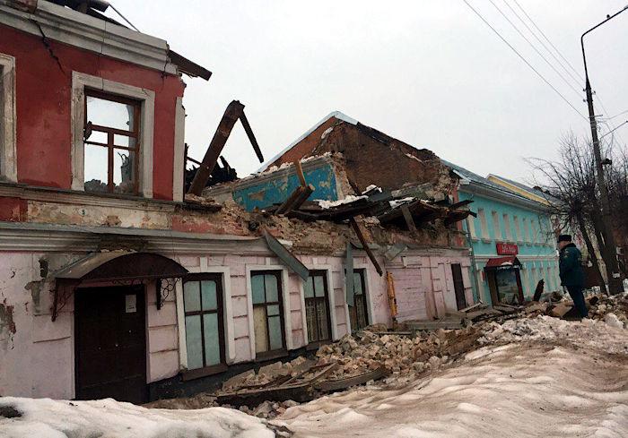 В центре Углича рухнул дом