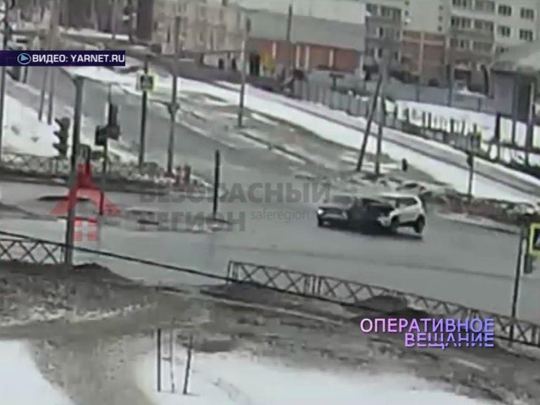 ВИДЕО: Во Фрунзенском районе дорогу не поделили «Лада» и «Хендай»
