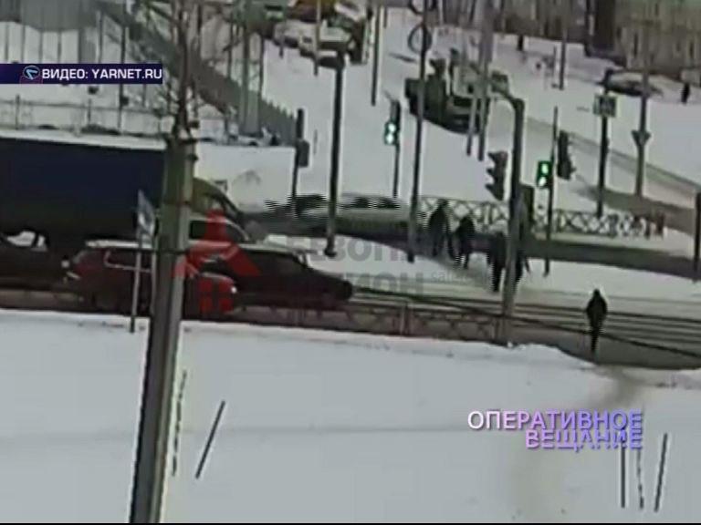 Во Фрунзенском районе под колеса иномарки попала женщина