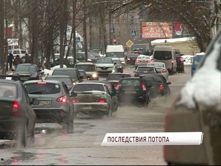 С потопом во Фрунзенском районе боролись на протяжении нескольких часов