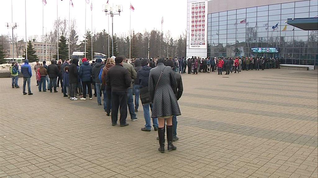 Хоккейный ажиотаж: ярославцы выстроились в очередь за билетами на хоккей