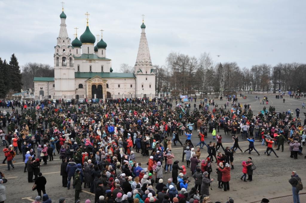 Третья годовщина воссоединения Крыма с Россией: В Ярославле 800 танцоров закружились в вальсе