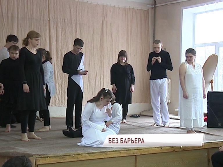 «Солнечные» дети показали спектакль