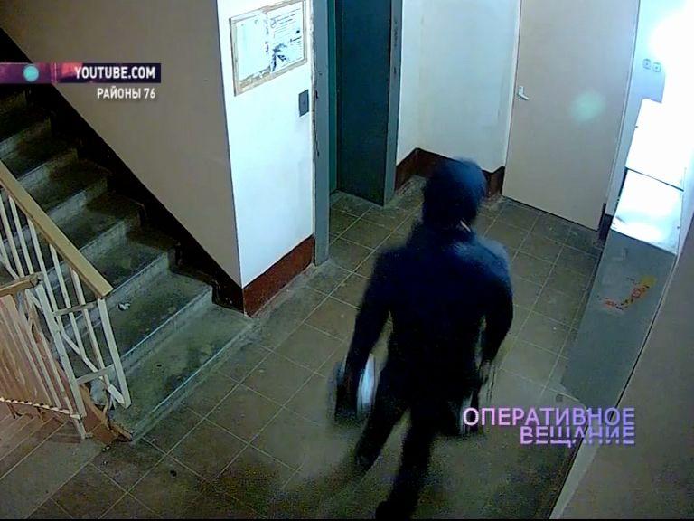 ВИДЕО: Кража в ярославской многоэтажке попала на видео
