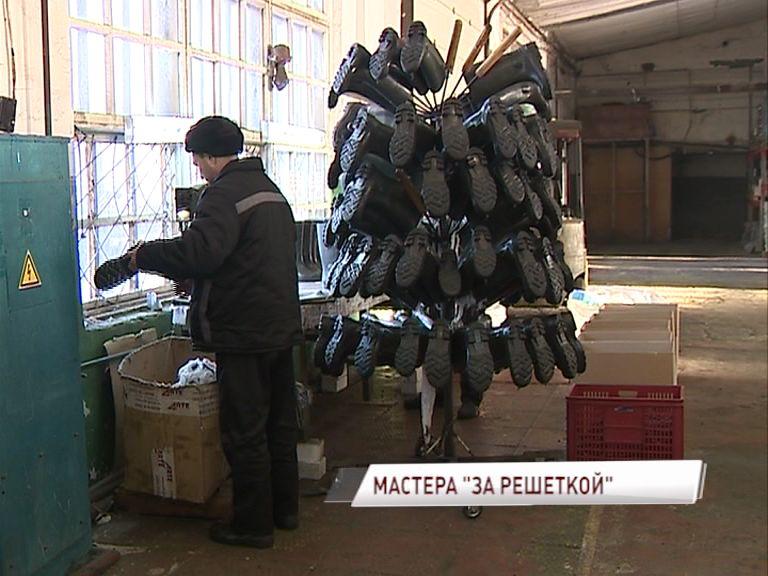Скоро на прилавках магазинов появится обувь, сшитая заключенными колоний области