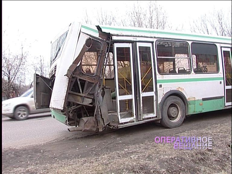 Водитель автобуса столкнулся с тепловозом в свой день рождения