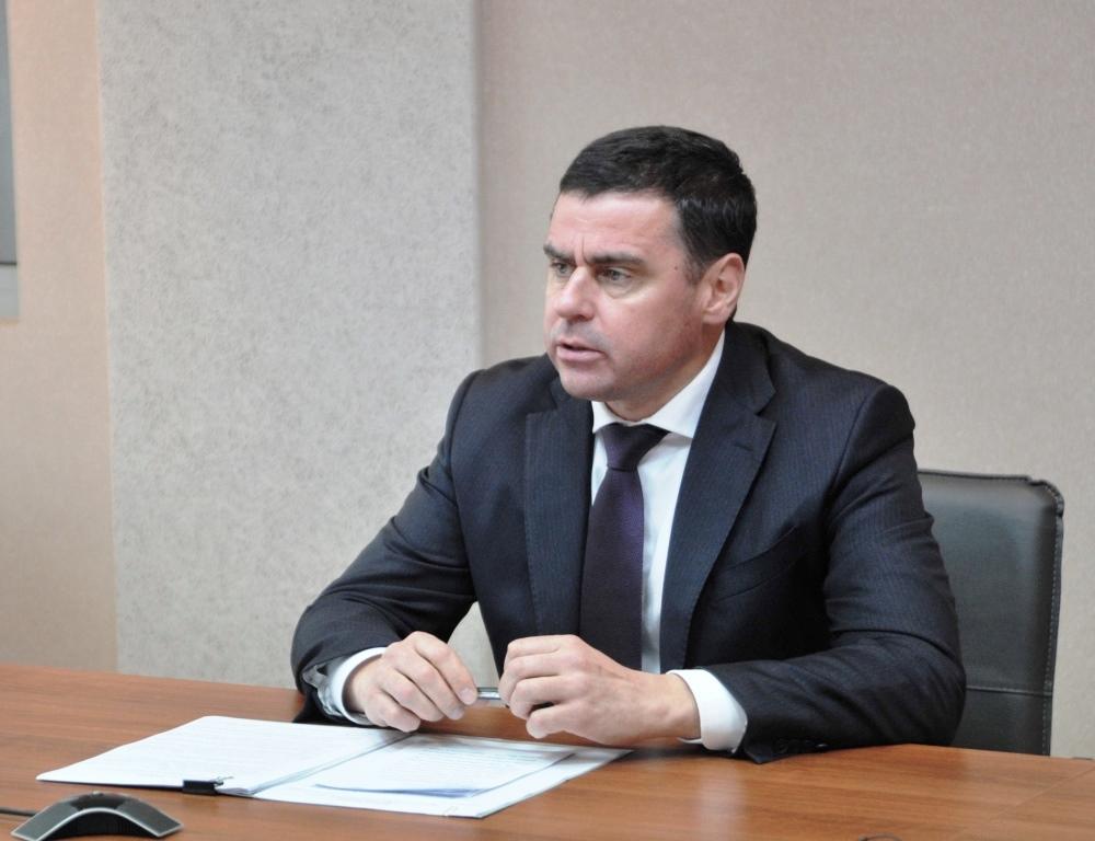 Дмитрий Миронов лично проверил ремонт подъезда в многоэтажке Тутаева