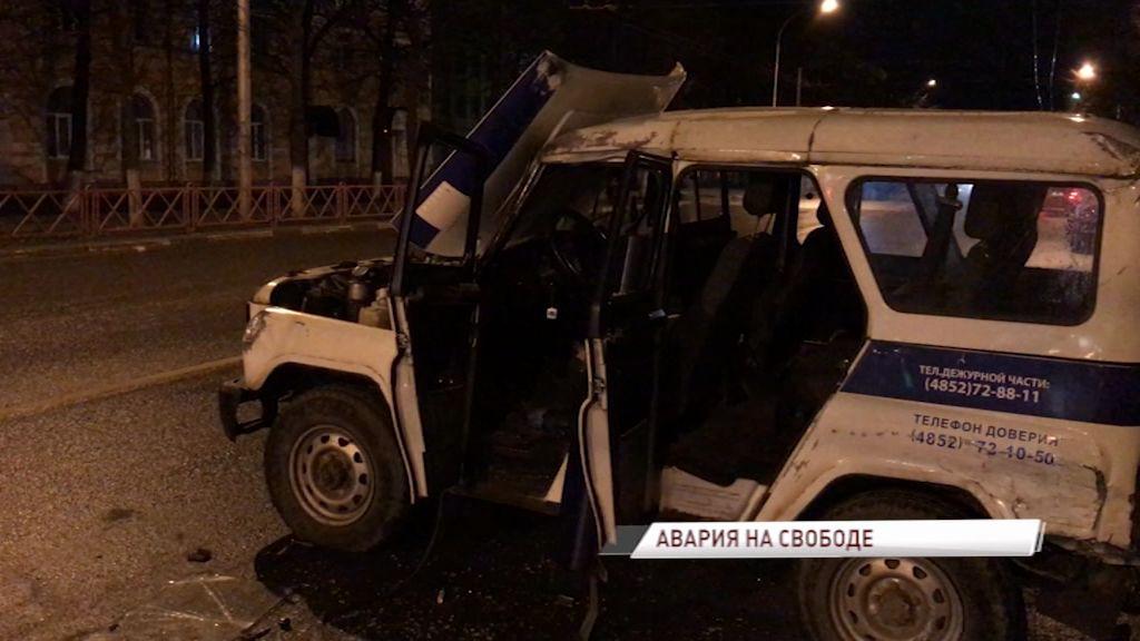 В Ярославле полицейский «УАЗ» столкнулся с «Мицубиси»
