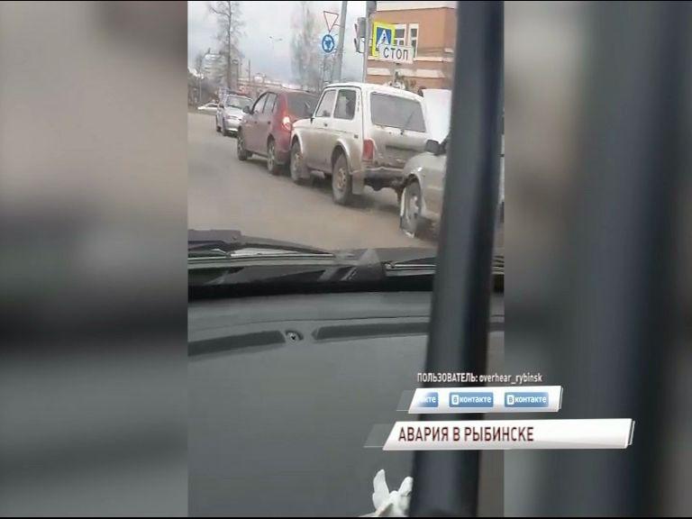 Массовая авария в Рыбинске: дорогу не поделили сразу пять авто