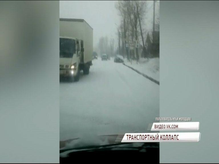 Из-за снегопада пробки растянулись и за пределы Ярославля