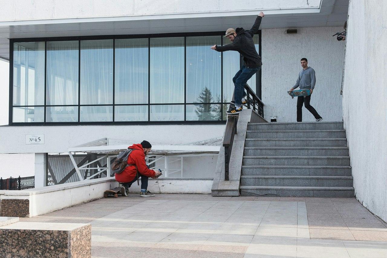 Дмитрий Миронов обсудил со скейтерами строительство площадки для катания