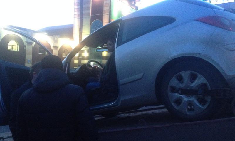 Приставы в Ярославле арестовали иномарку участницы проекта «Дом-2»
