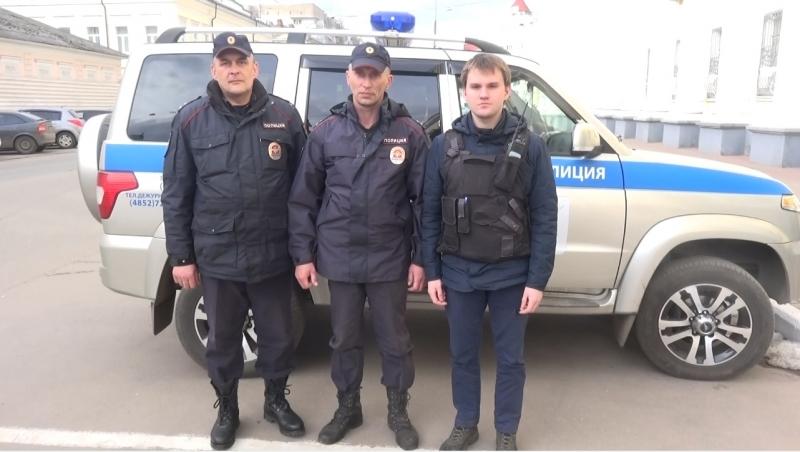 Полицейские скрутили парня, пытавшегося спрыгнуть с Октябрьского моста