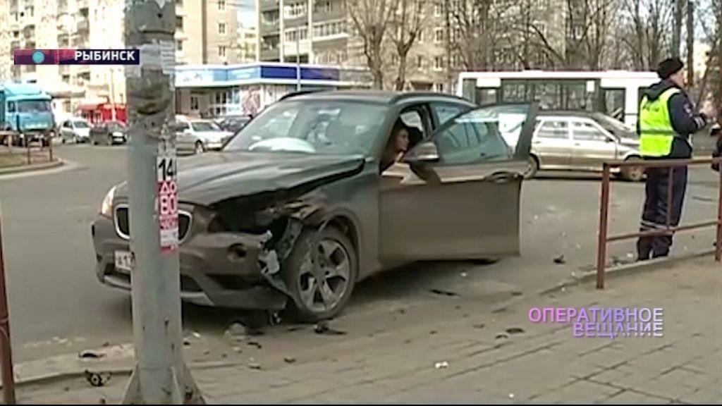 В Рыбинске на перекрестке не разъехались «Лада» и БМВ