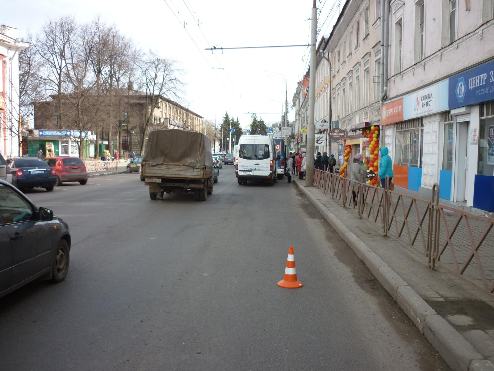 65-летнюю женщину зажало в дверях автобуса и протащило несколько метров по Комсомольской