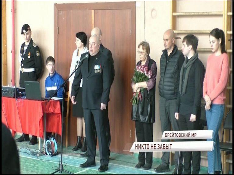 В Брейтовском районе установили сразу две памятные доски посвященные погибшим в Чечне землякам