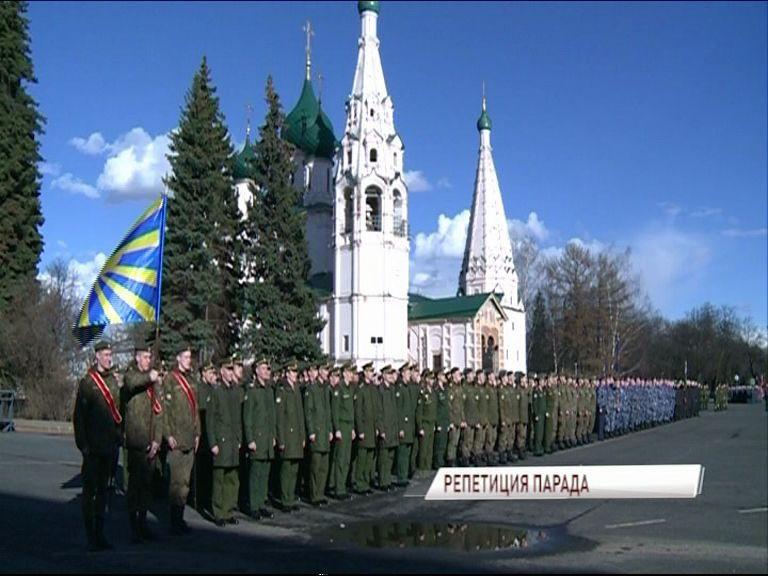 Первая репетиция к параду Победы состоялась на Советской площади