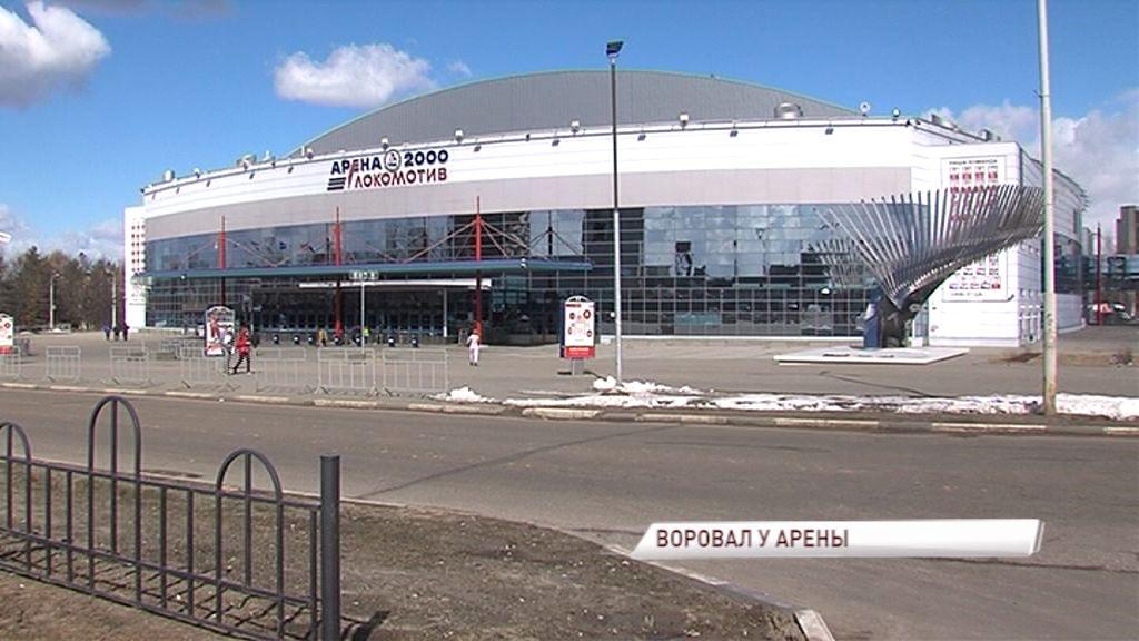 Сыщики поймали ростовского рецидивиста, воровавшего у хоккейных фанатов