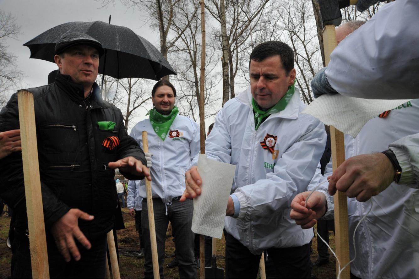 Дмитрий Миронов в Угличском районе: проверил ремонт в детсаду и внедрение пилотного проекта по уборке мусора, принял участие в Дне посадке леса