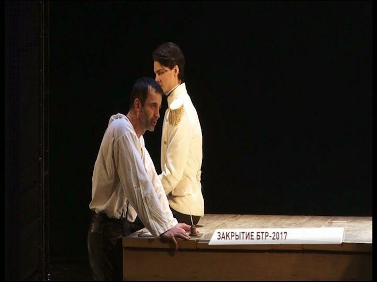 Дмитрий Певцов вышел на сцену Волковского