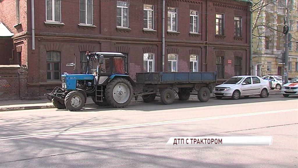 ДТП на Советской: трактор протаранил «Логан» с грудным ребенком