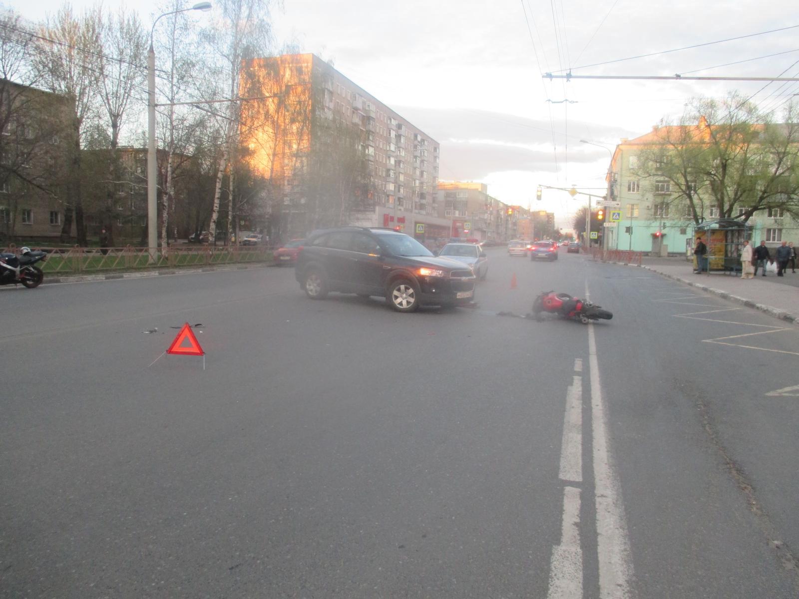 На Большой Октябрьской иномарка столкнулась с мотоциклом