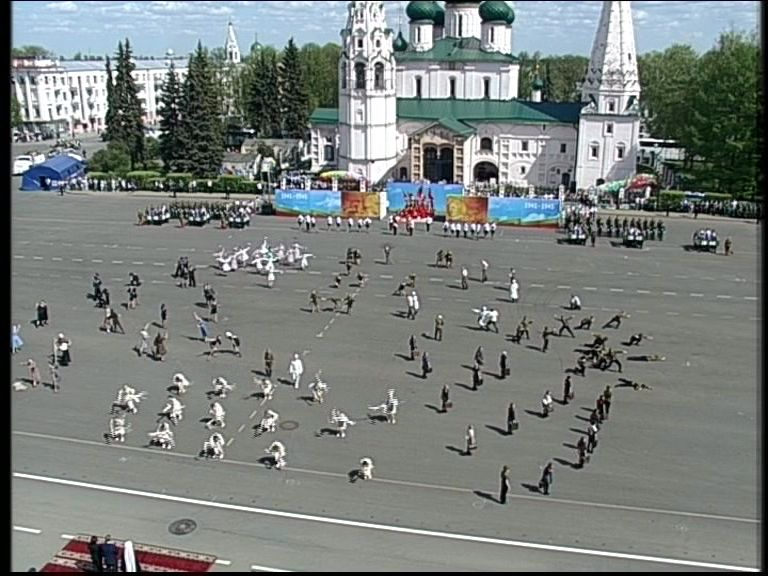 День Победы в Ярославле: Фильмы под открытым небом, песенный флешмоб, «Бессмертный полк» и праздничный салют