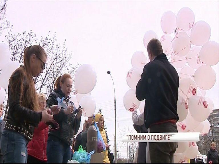 Сотни бумажных голубей сегодня поднялись в ярославское небо