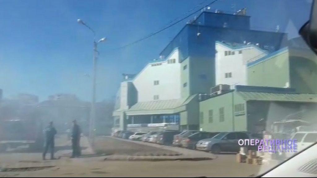 Над торговым центром во Фрунзенском районе поднялось странное облако