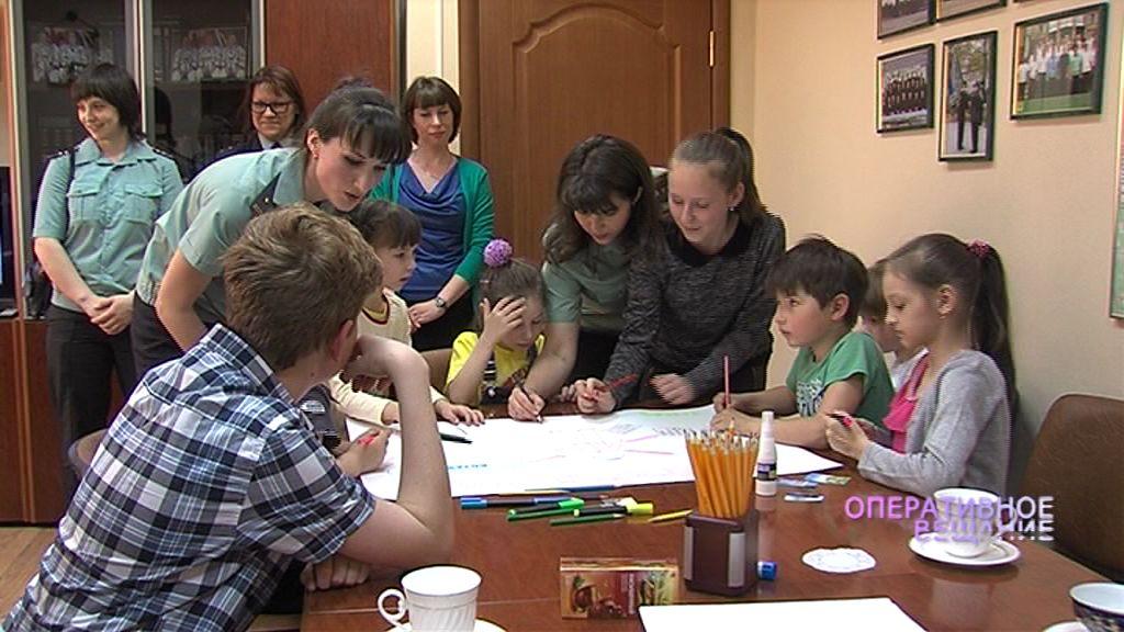 Маленькие ярославцы получили почетные грамоты от приставов