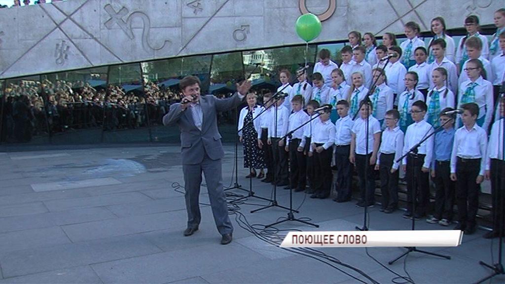15 хоров выступили у планетария