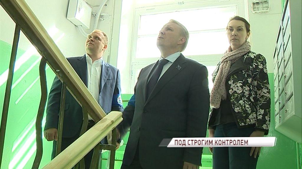 Жильцы домов на улицах Угличская и Чехова в Ярославле пожаловались на плохое содержание подъездов