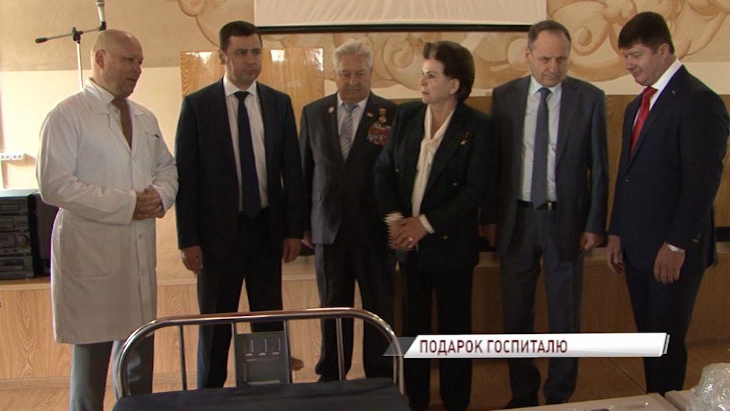 Дмитрий Миронов и Валентина Терешкова подарили госпиталю ветеранов оборудование для реабилитации