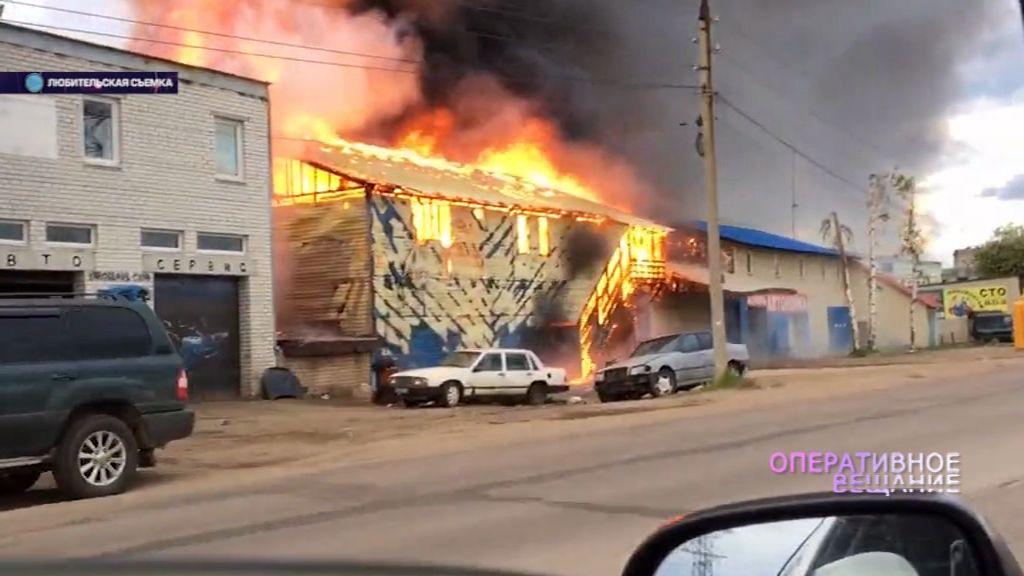 Крупный пожар:автосервис с машинами сгорел дотла