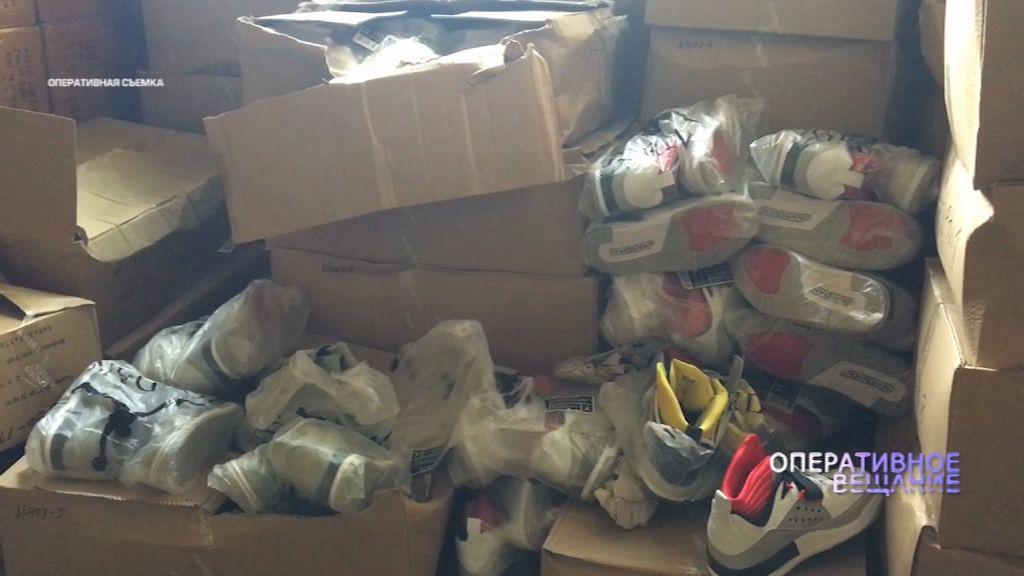 Под Ростовом таможенники и полицейские нашли склад с контрафактной обувью