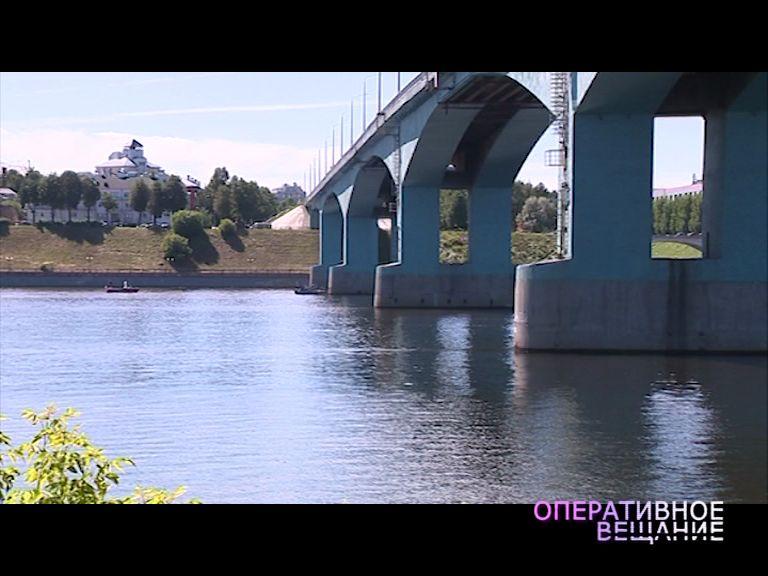 18-летняя девушка из-за личных проблем чуть не спрыгнула с Октябрьского моста