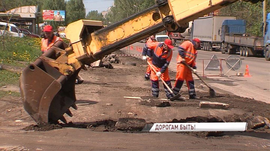 После жалоб ярославцев в соцсетях общественники проверили ход ремонта проспекта Ленина