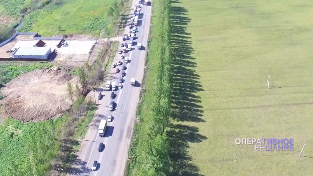 Из работы дорожников в час-пик ярославцы стоят в огромных пробках