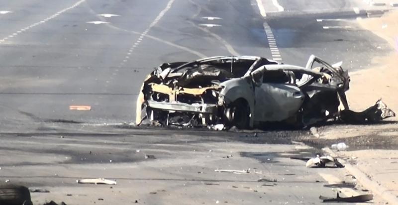Серьезное ДТП на выезде из Ярославля: водителя такси выкинуло из салона и разорвало, а машина сгорела дотла