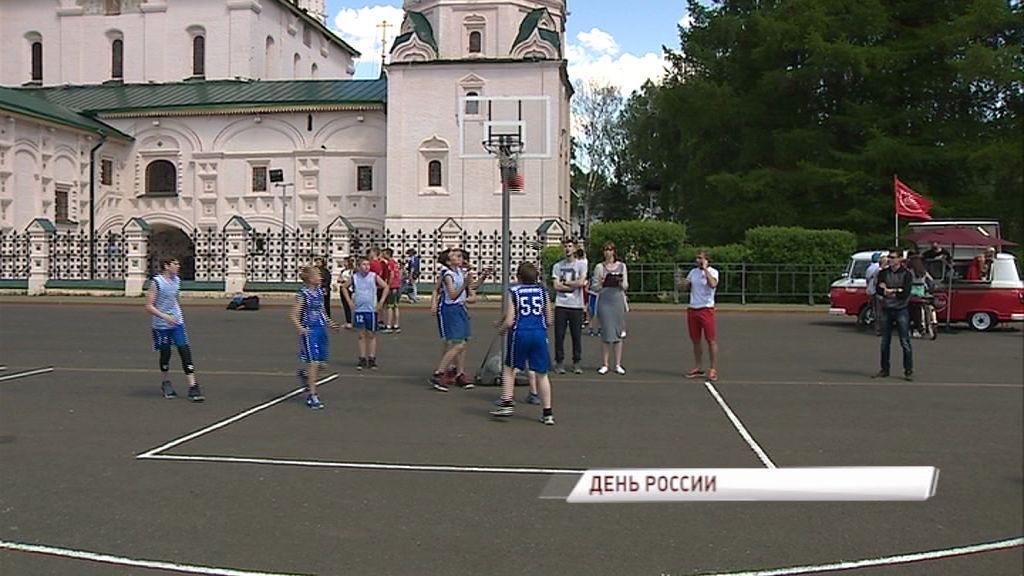 День России в Ярославле: выставка ретро-автомобилей, фестиваль массового спорта, концерт и салют