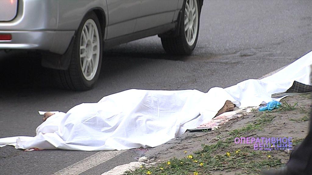 На остановке в Заволжском районе нашли тело мужчины