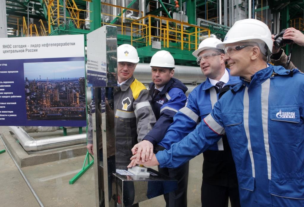 Дмитрий Миронов принял участие в запуске новой установки по производству базовых масел